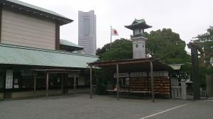 横浜桜木町 伊勢山皇大神宮から見たランドマークタワー